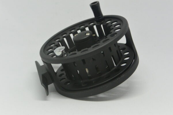 Ultralätt liten svart flugrulle
